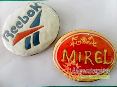 Расписные пряники с логотипом компании