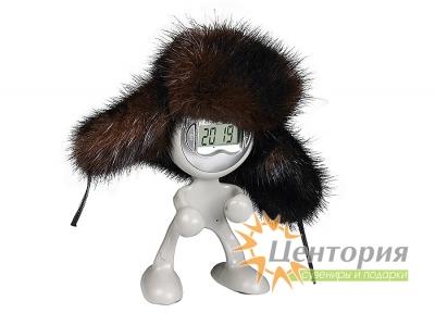 Часы в виде человечка в шапке из натурального меха