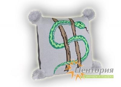 Подушка вязаная со сложным узором